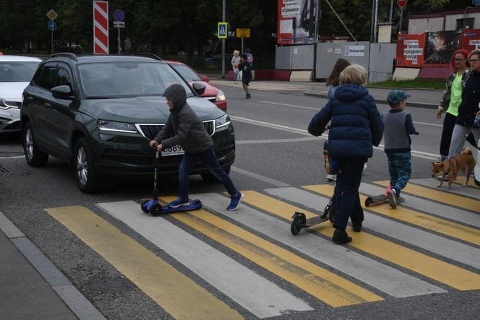 Во Владивостоке ребенок оказался под колесами авто.