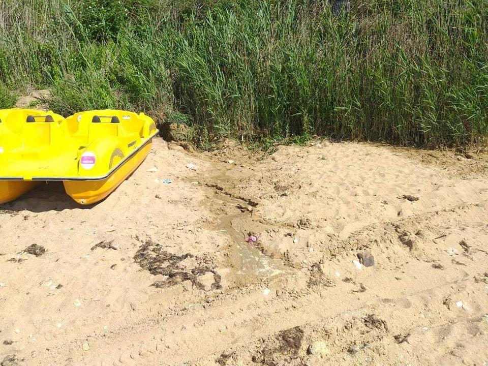 Нечистоты замечены в районе пляжа Учкуевка