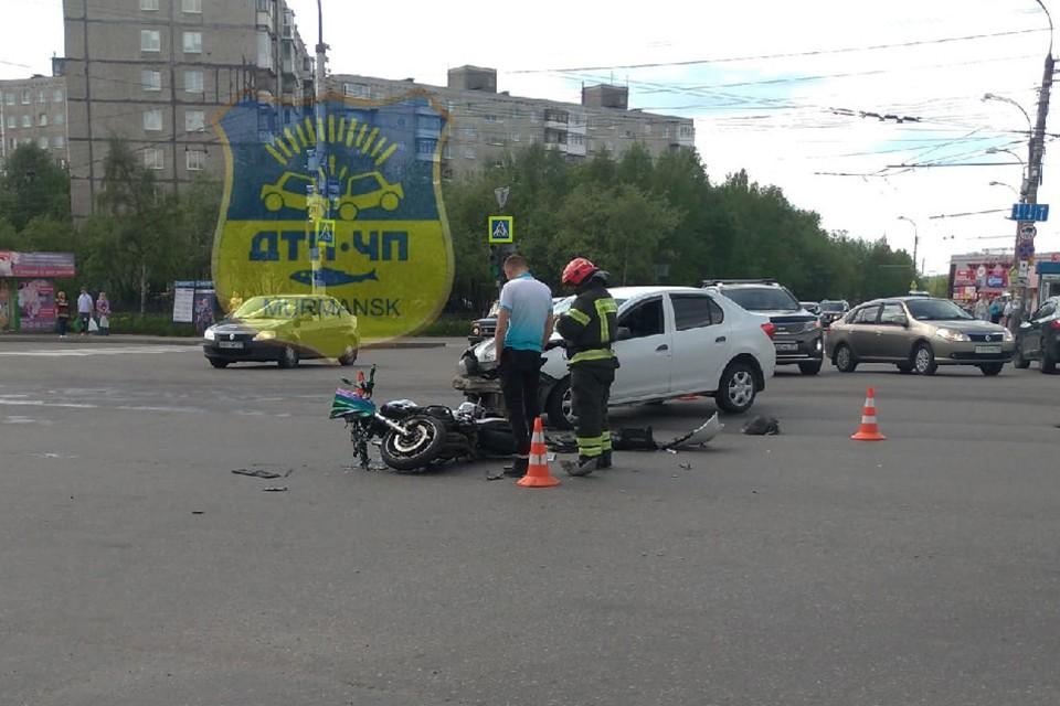 В данный момент не установлено, по вине кого случилась авария. Фото: Мурманск ДТП ЧП / vk.com/murmansk_dtp