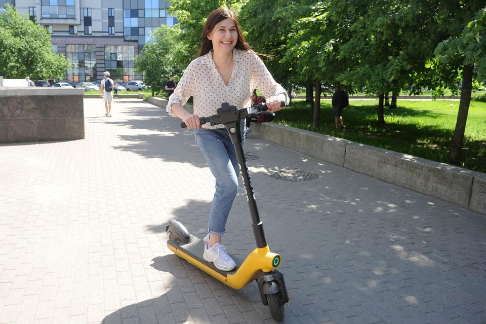 Кикшеринговые сервисы возобновили работу в Петербурге.