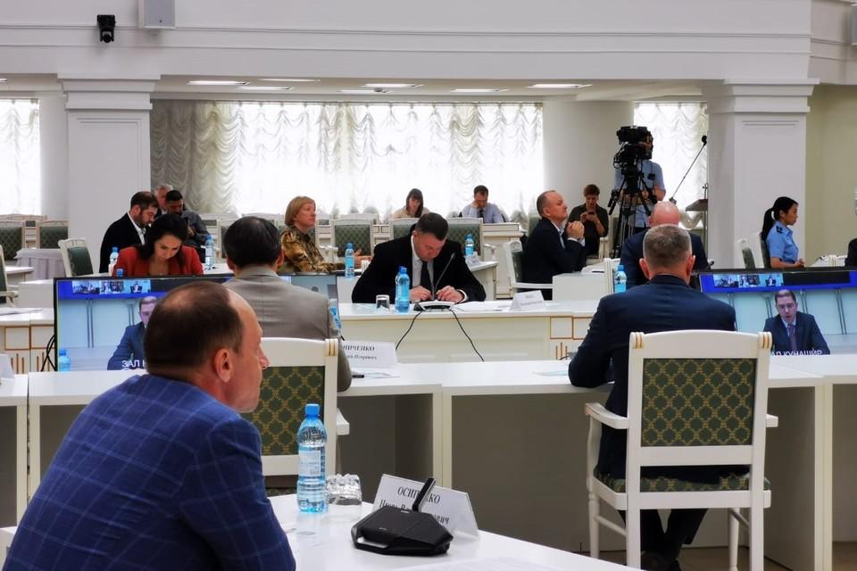 Куприна отметила, что в прошлом году началась реконструкция водозаборов в Горнозаводске и Чехове, а также работы по реконструкции и строительству водопроводных сетей, станции очистки воды в Александровске-Сахалинском