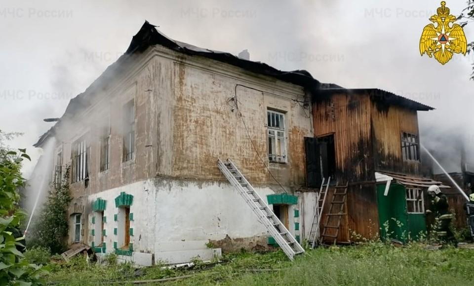 Заброшенное здание на Кооперативной улице в Кондрово