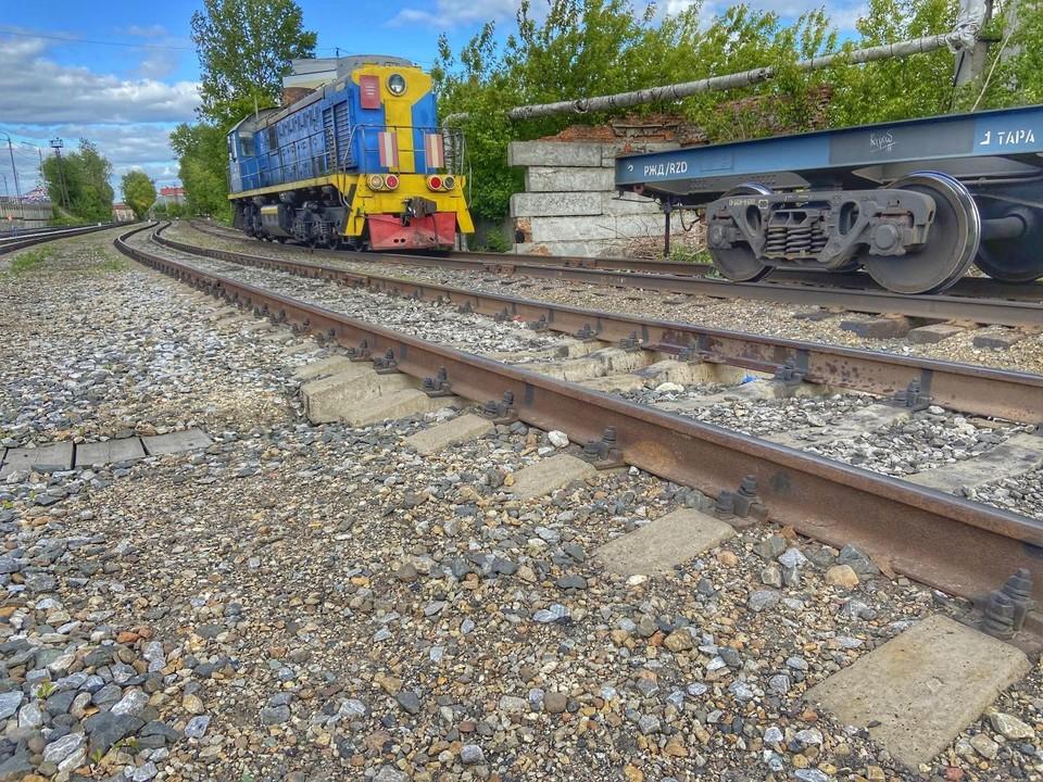Томичам напоминают: находиться на железной дороге в нетрезвом виде и перелазить под стоящими вагонами запрещено. Фото: пресс-служба Транспортной полиции.