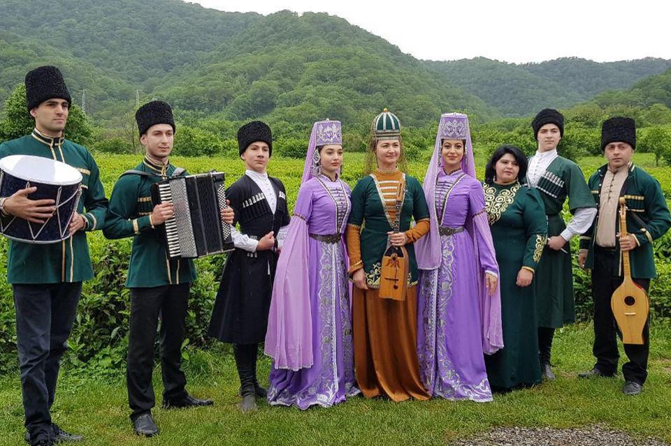Артисты танцевального коллектива «Шапсугия» Лазаревского центра национальных культур