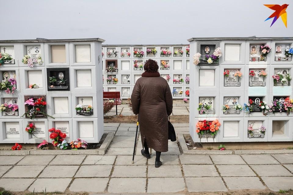 Мест в колумбарных стенах, нишах достаточно, чтобы производить захоронения после кремации.