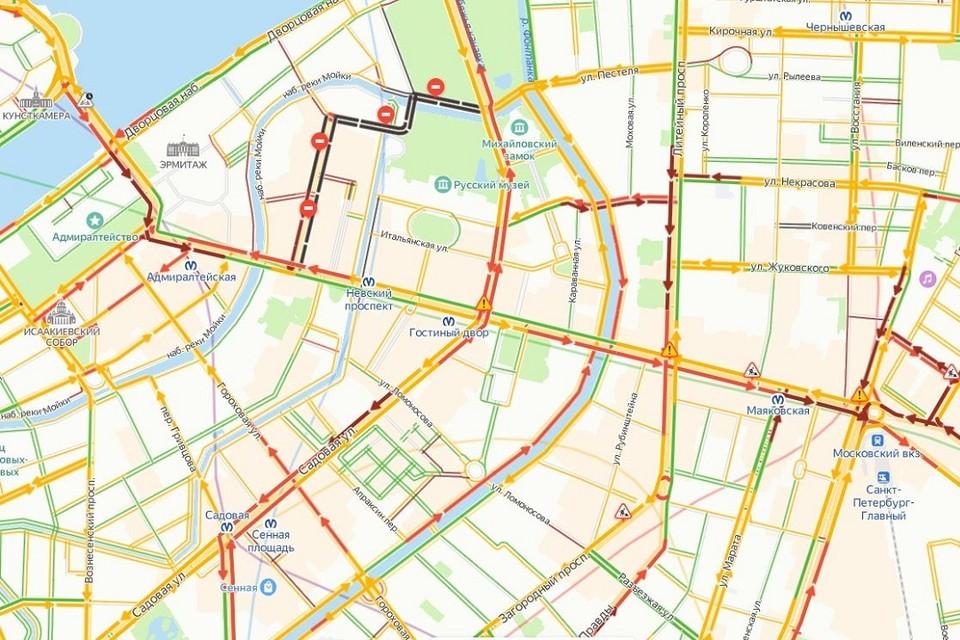 Центр Петербурга покраснел в день открытия ЕВРО. На машине туда лучше не ехать. Фото: Яндекс.Карты.