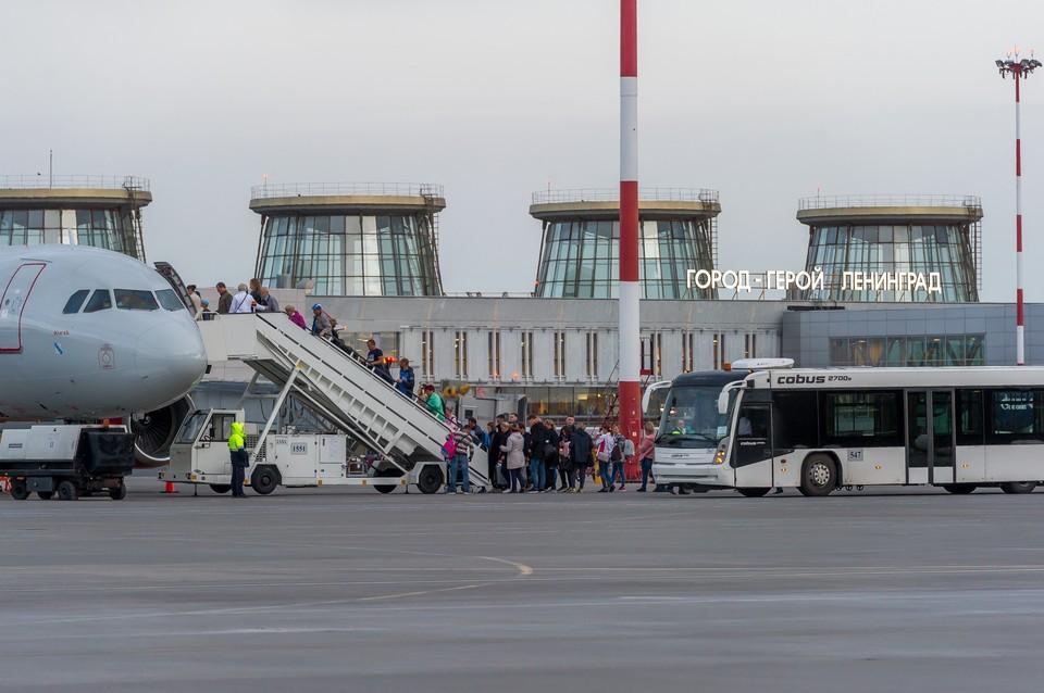 Во всех аэропортах России предлагают ввести единые правила работы.