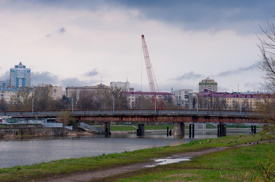 Пешеходный мост через Оку в Орле планируют доделать к концу июля