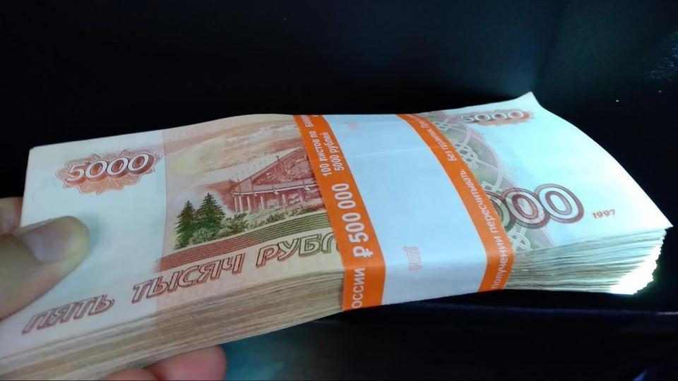 Мужчина получил от бизнесмена 60 тысяч рублей