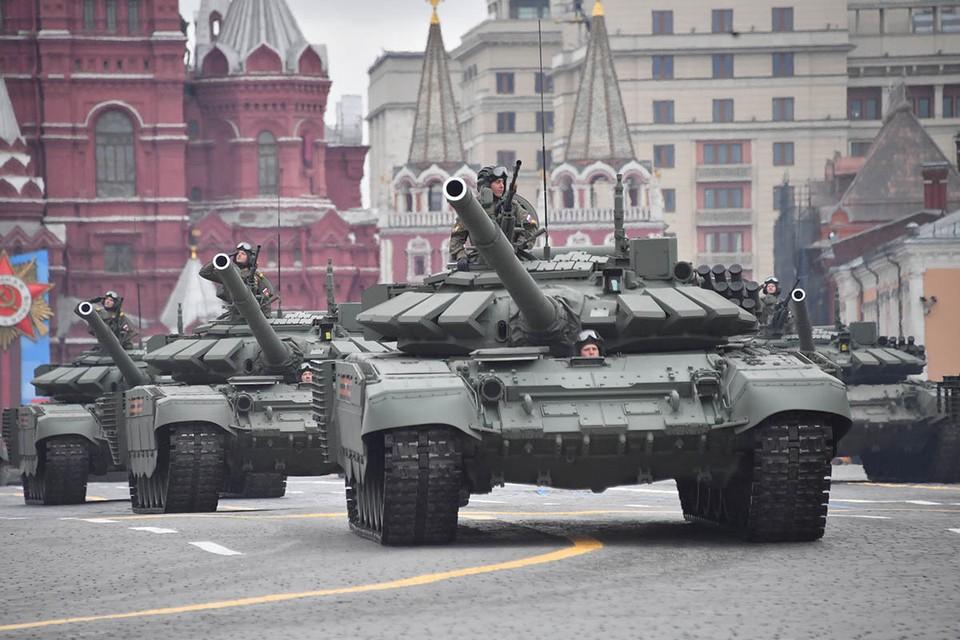 Танк Т-72Б3 во время военного парада