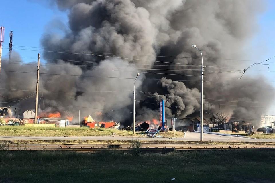 Во время взрыва пострадали шесть человек.