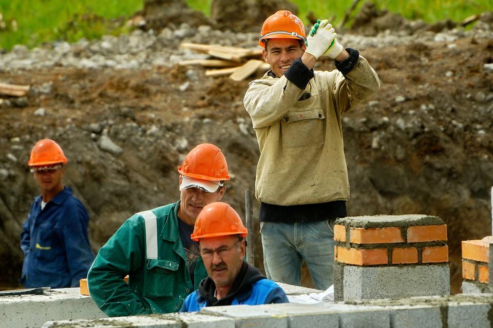 Российские стройки не могут обойтись без помощи рабочих из бывших союзных республик.
