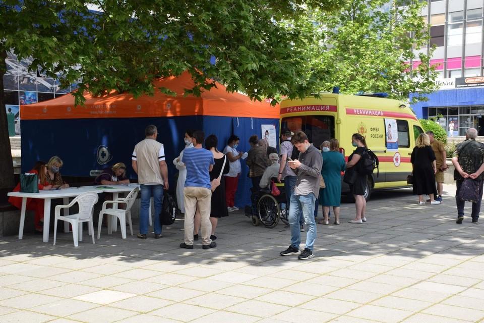 На весь ЮБК один мобильный пункт работает в выходные на площади перед администрацией Ялты. Фото: администрация Ялты