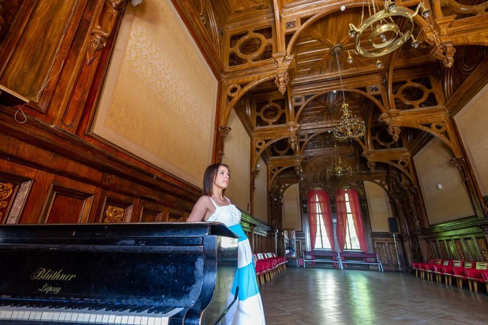 Дворец в поселке Быково - излюбленное место для фотосессий.