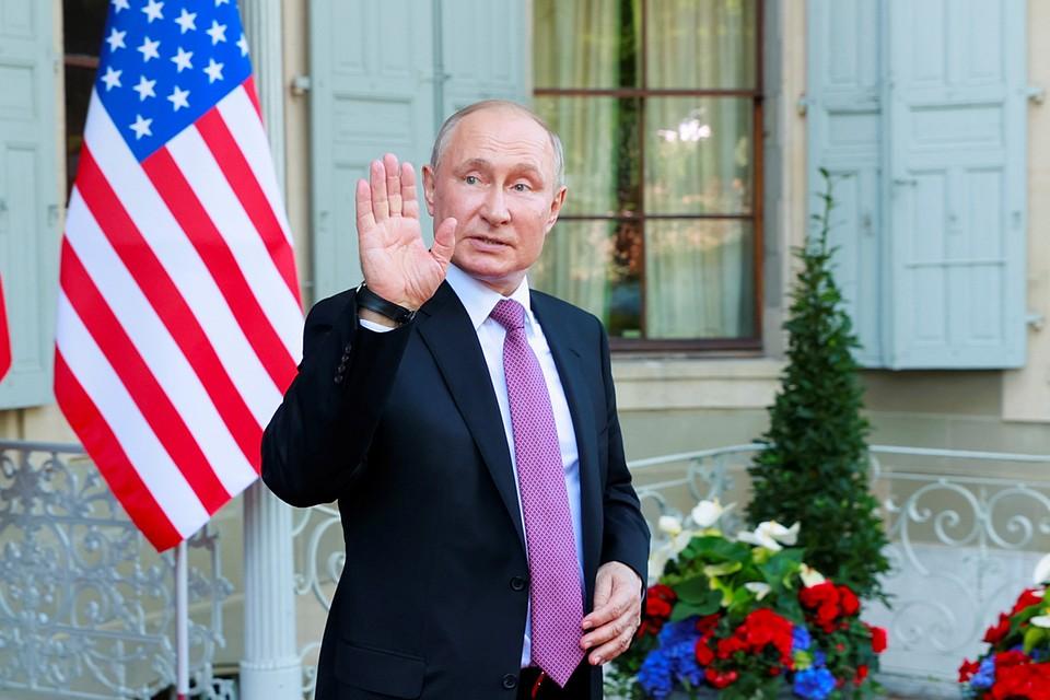 После переговоров российский президент первым вышел к журналистам и рассказал подробности прошедшей встречи