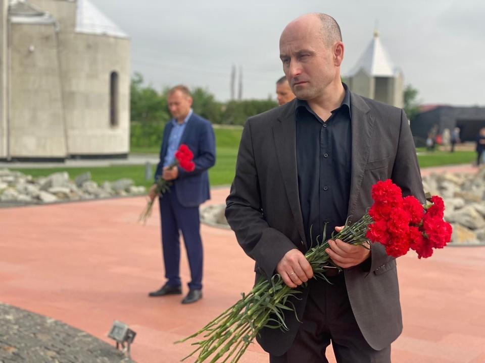 Он специально прибыл в Крым, чтобы почтить память тех, кто в первые же часы войны встретил здесь удар противника.