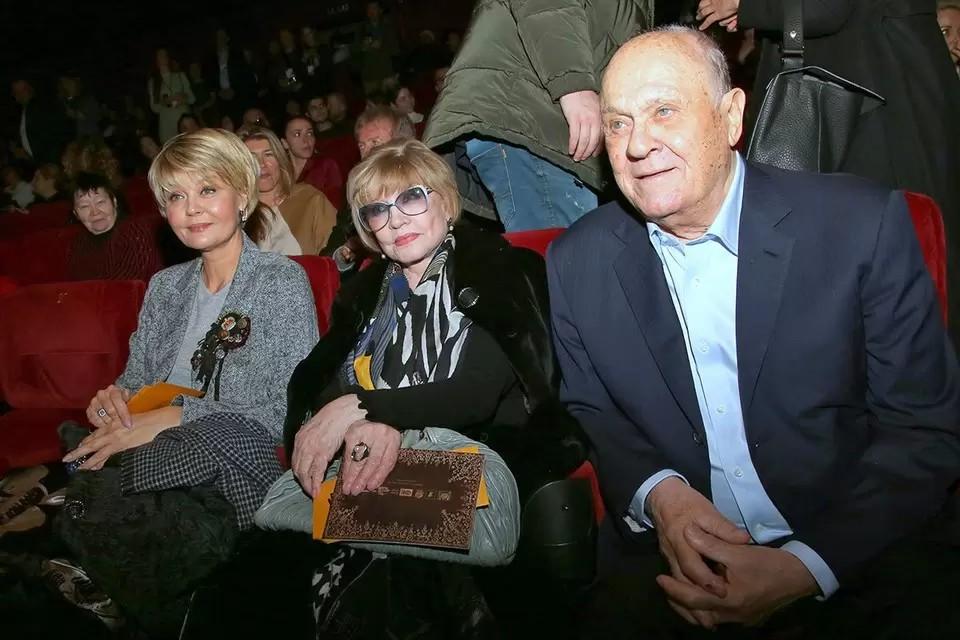 Семья Меньшовых - Юлия Меньшова, Вера Алентова и Владимир Меньшов. Режиссер умер 5 июля из-за коронавируса