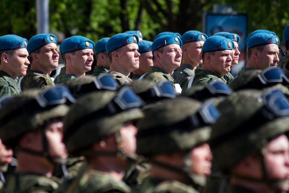 Никакой 100-тысячной группировки Российской армии у границ с Украиной нет. Донбасс защищают другие люди.