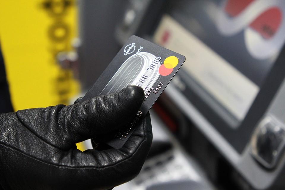 Потративший 6 тысяч рублей с чужой банковской карты мужчины разыскивается в Иркутске