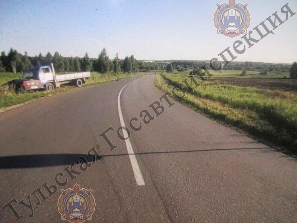 В «противостоянии» ВАЗа и грузовика под Тулой пострадали два человека