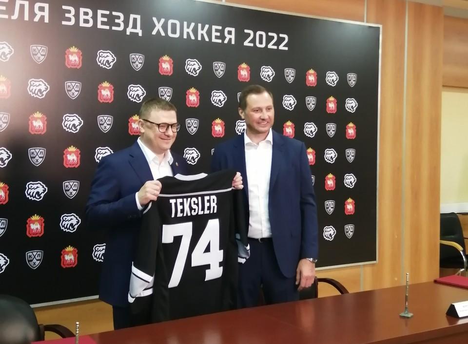 Текслер и Морозов обменялись подарками.