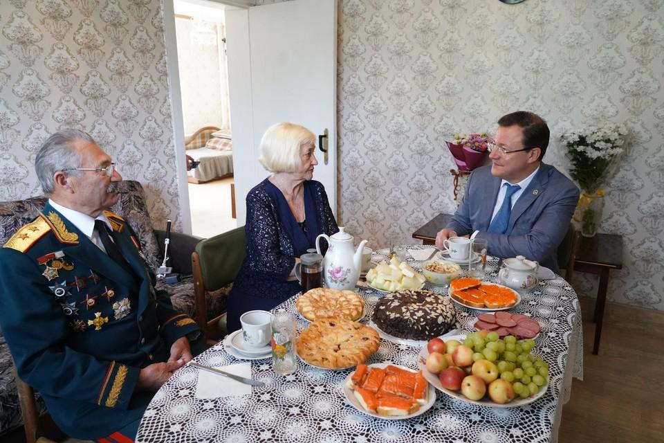 Дмитрий Азаров побывал в гостях у семьи Шаповаловых