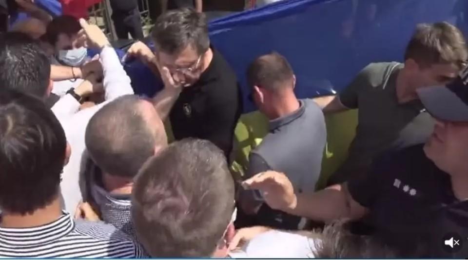 Александр Одинцов: я просто слегка погладил Киртоакэ ладошкой! (Фото: скрин с видео).