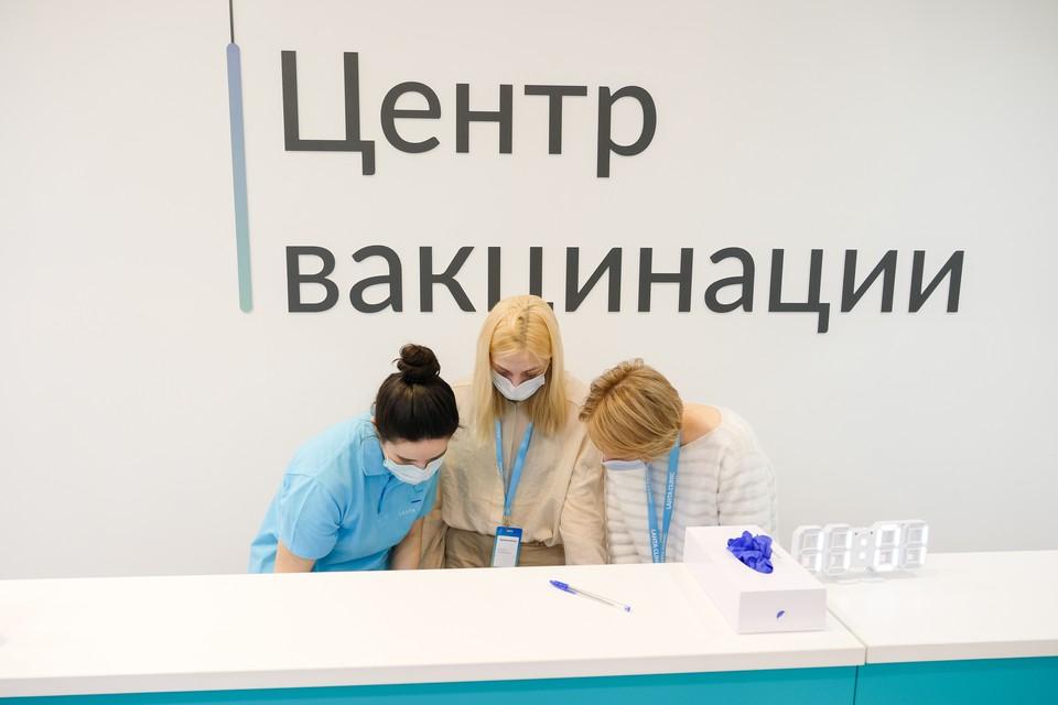 Вакцинация от коронавируса в Санкт-Петербурге в последние несколько дней стала невероятно востребованной.