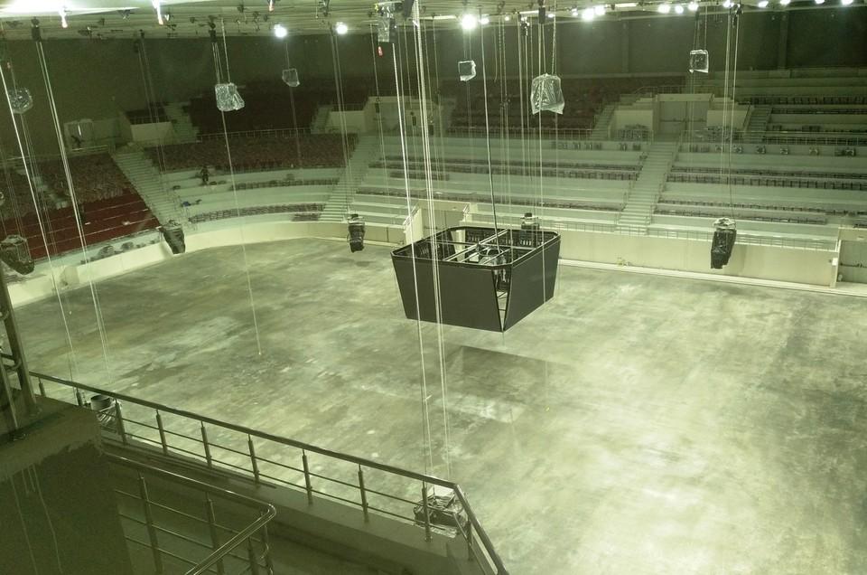В новом Дворце спорта делают ледовую площадку