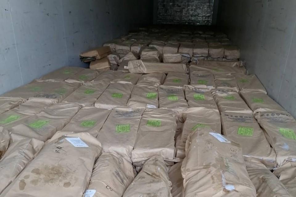 Фуру с 450 килограммами замороженной кеты без документов остановили в Слюдянке
