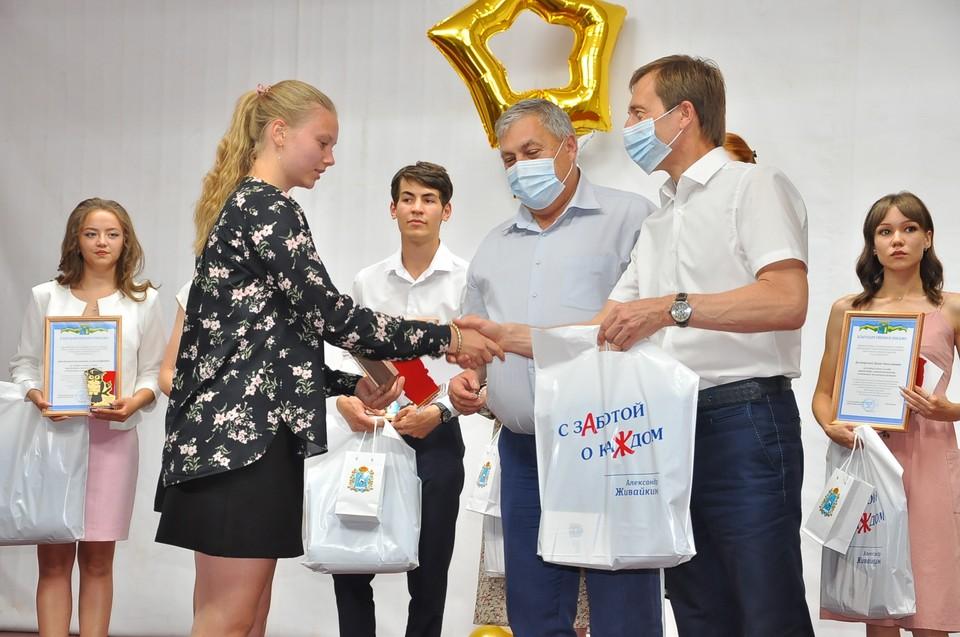 С теплыми напутствиями к молодежи обратился Александр Живайкин