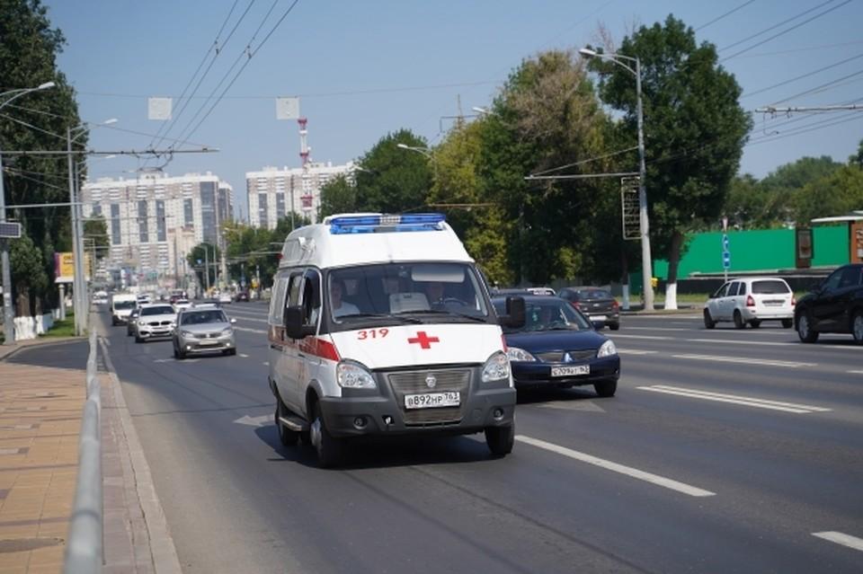Сотрудника полиции на скорой помощи увезли в больницу