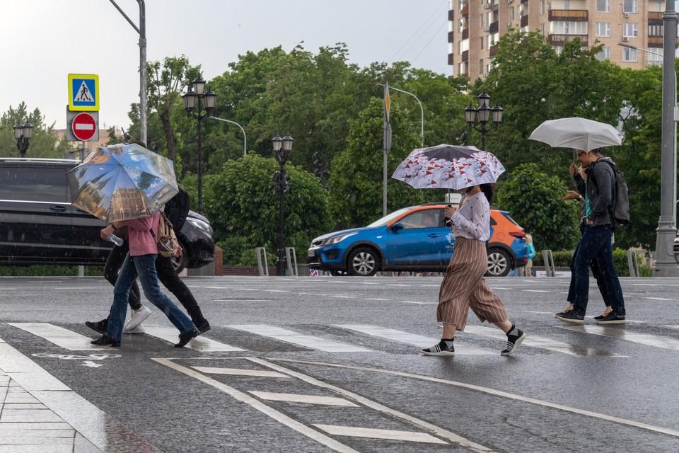 На Кузбасс надвигаются дожди, грозы и град.