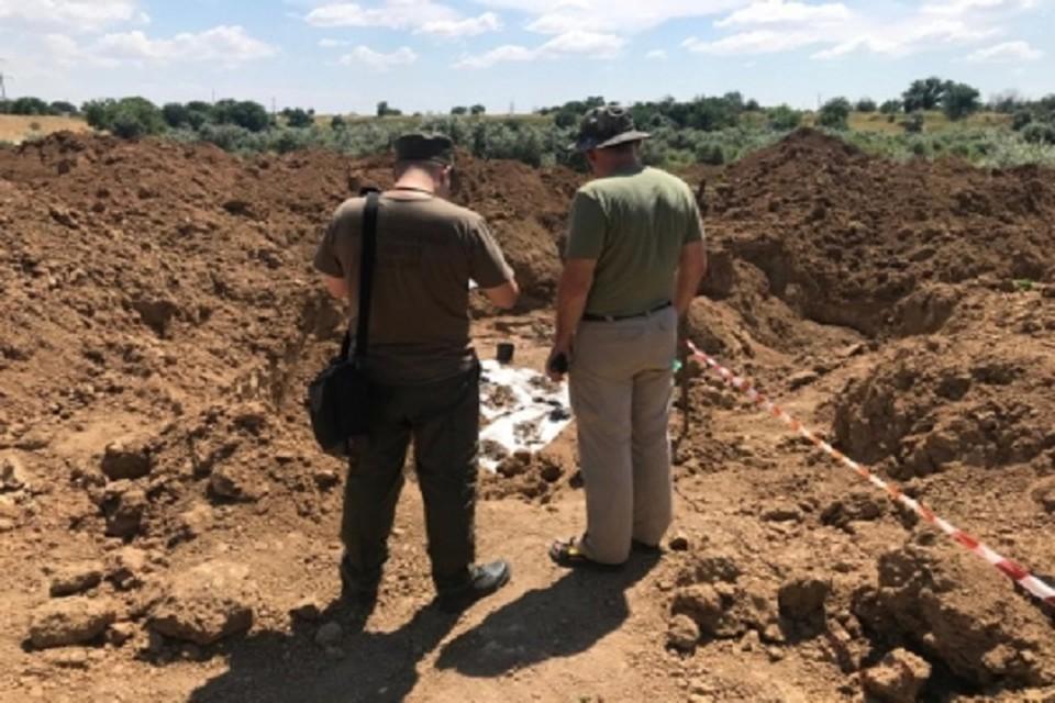 Специалисты исследуют останки мирных жителей и военнопленных. Фото: пресс-служба Следкома России по РО