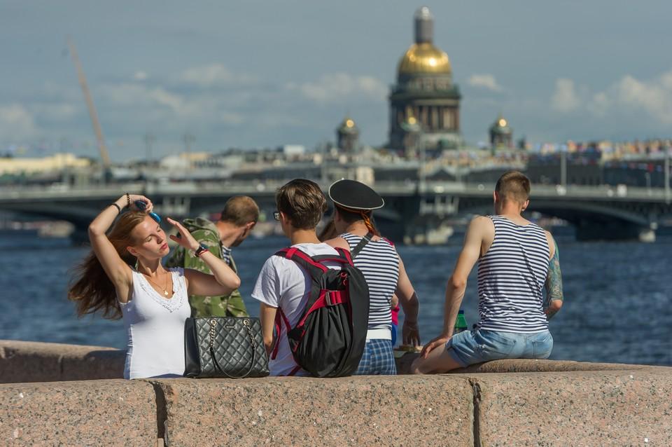 Движение по набережным Петербурга ограничат из-за репетиции Дня ВМФ