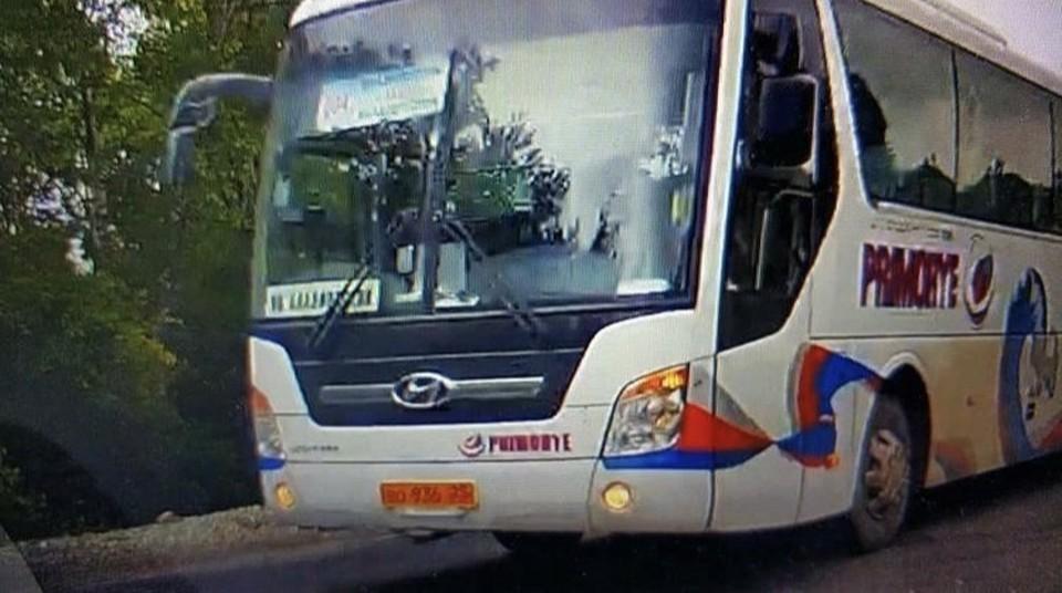Водитель рейсового автобуса выскочил на «встречку», когда там неслись машины.