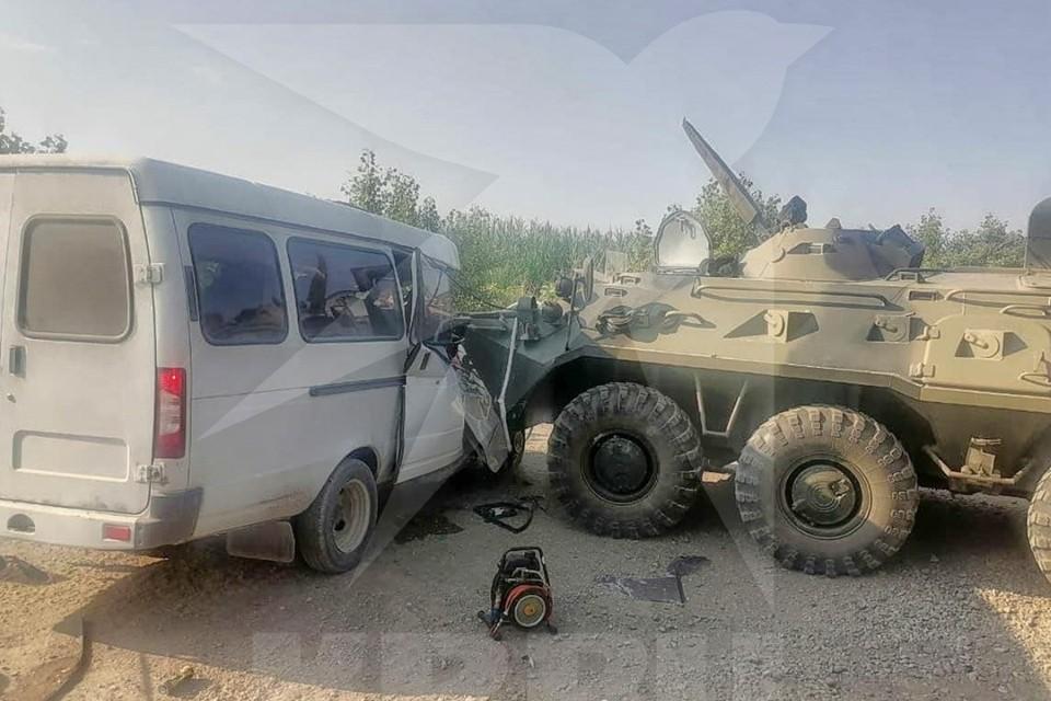 БТР и пассажирская «Газель» столкнулись в Предгорном районе Ставропольского края