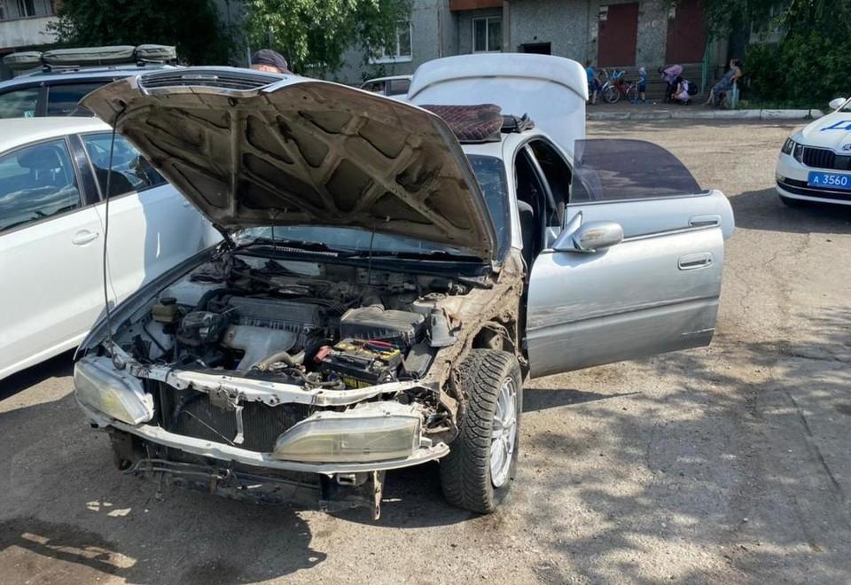 Подросток доехал до нужного дома, но машину теперь придется чинить.