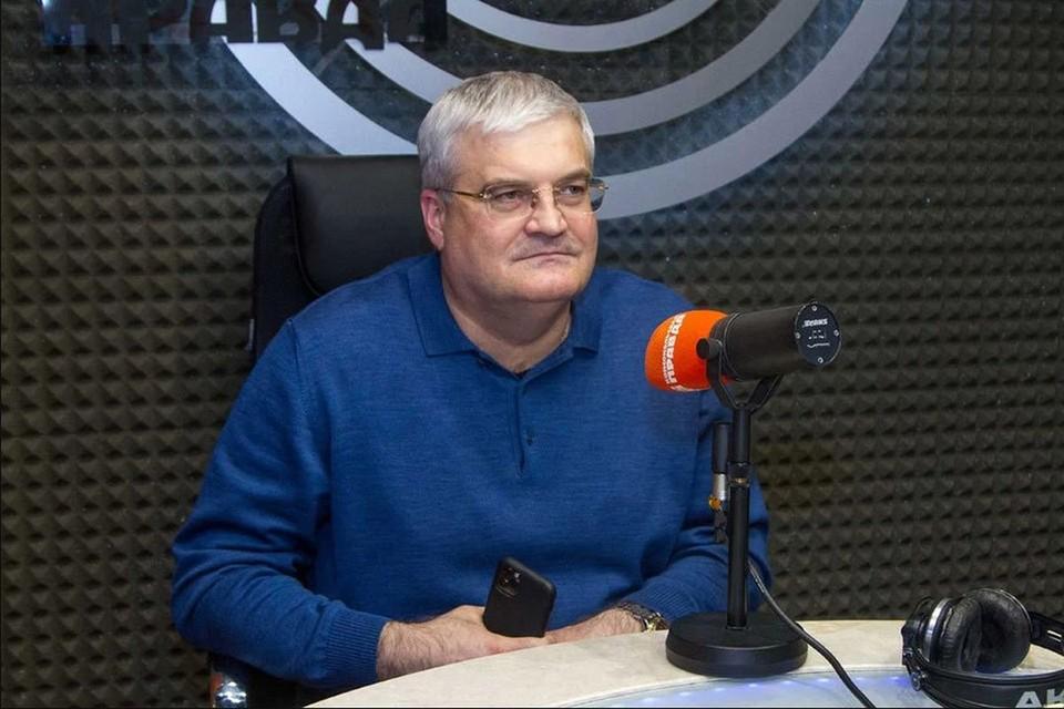 В эфире Радио «Комсомольская правда» Вячеслав Илюхин прокомментировал самые обсуждаемые темы и по традиции рассказал анекдот.