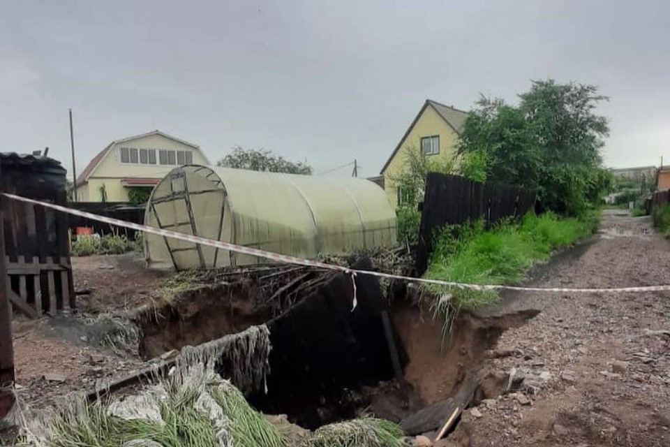 Лужи размером с пруд и ямы в человеческий рост: аномальный ливень обрушился на Бурятию