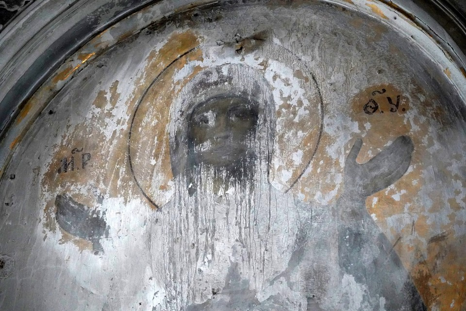 Лик Богородицы на золотом фоне нашли при реставрации в башне Смольного монастыря / Фото: КГИОП