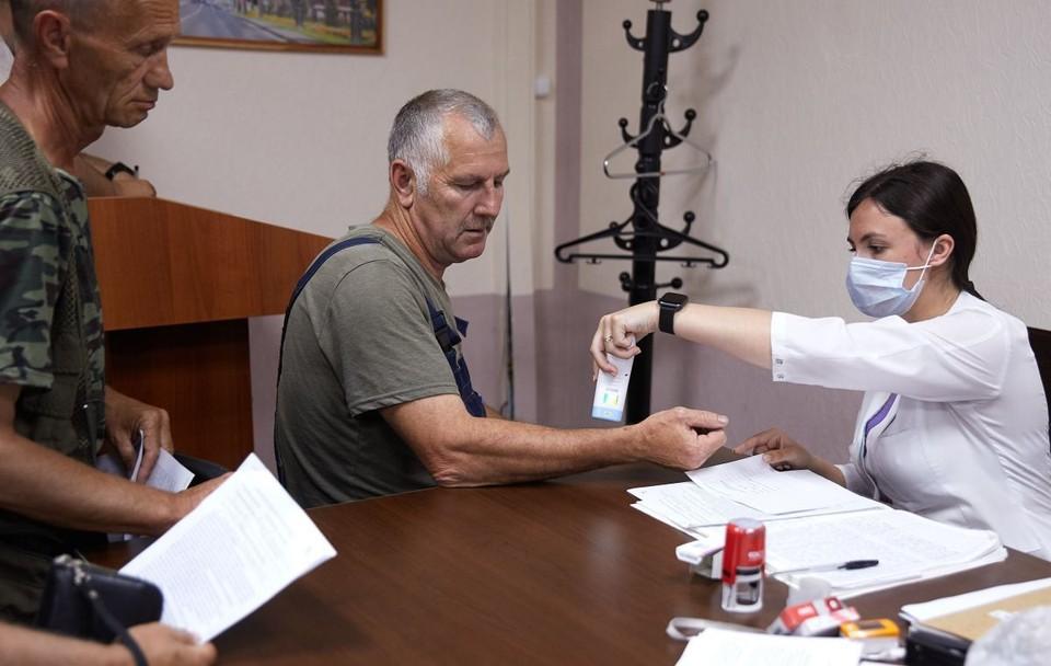 Медицинские бригады выезжают в трудовые коллективы ежедневно