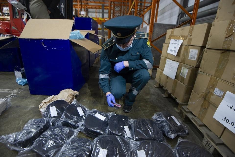 Новосибирская таможня изъяла 3 миллиона нелегальных медицинских масок.