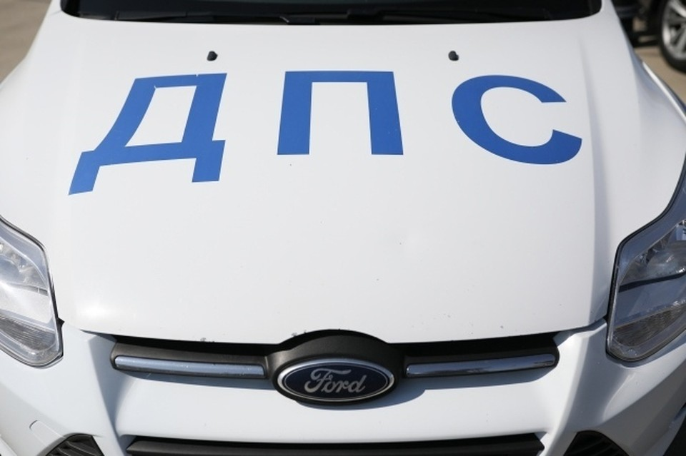 В Новосибирске водитель на кроссовере сбил мужчину на пешеходном переходе и уехал.