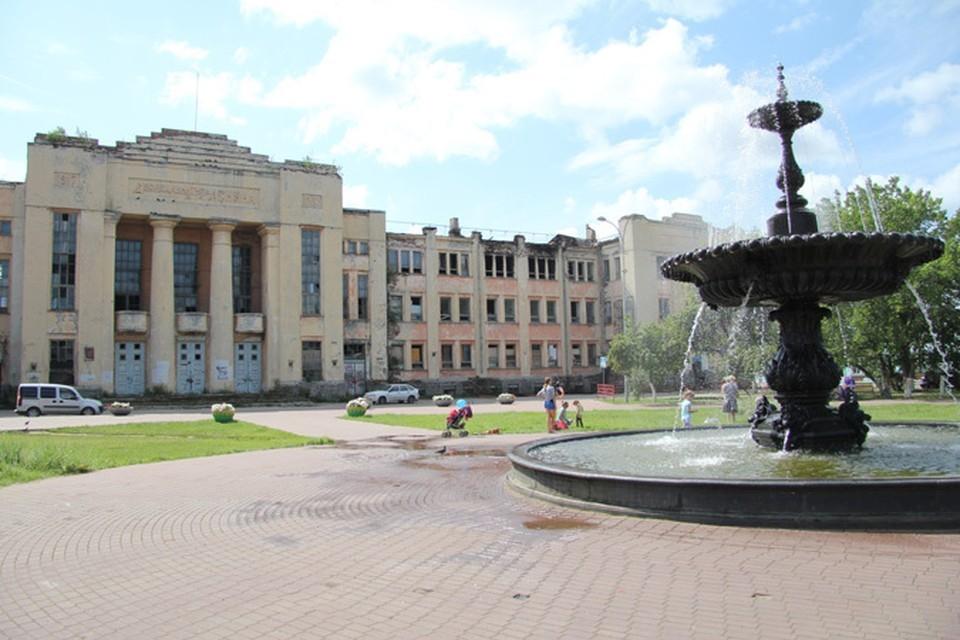 Более 50 человек тушили пожар в ДК им. Ленина в Нижнем Новгороде