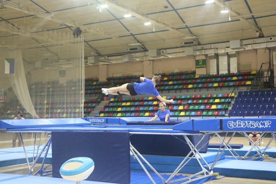 В Хабаровске тренируются Олимпийская сборная по прыжкам на батуте.