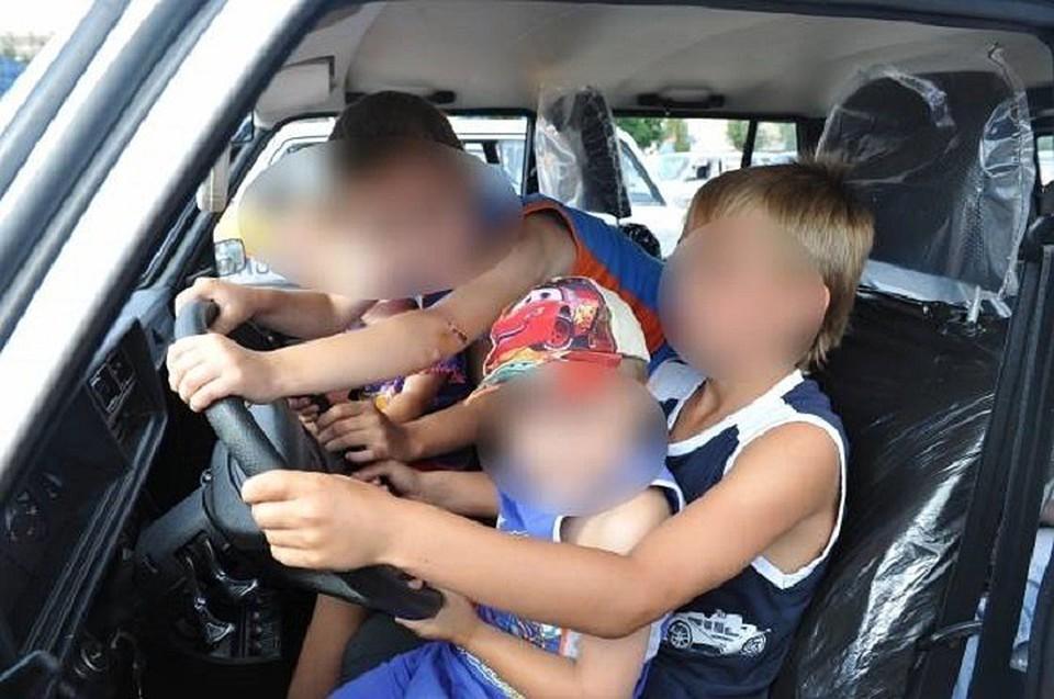 Мальчик испугался последствия и сбежал с места аварии, его задержали вместе с матерью.