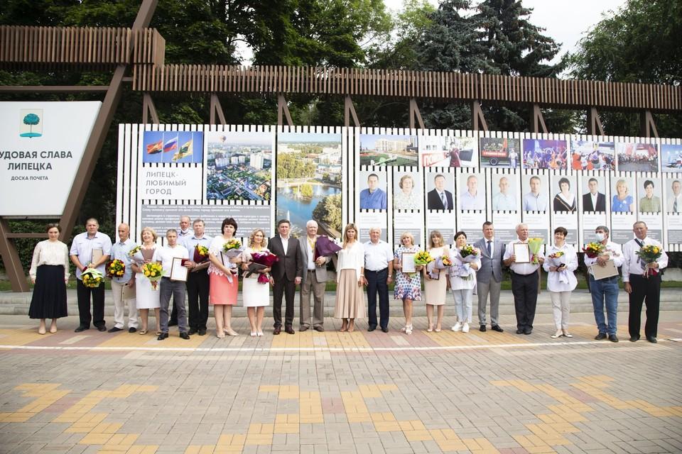 В Липецке открыли обновленную Доску почета