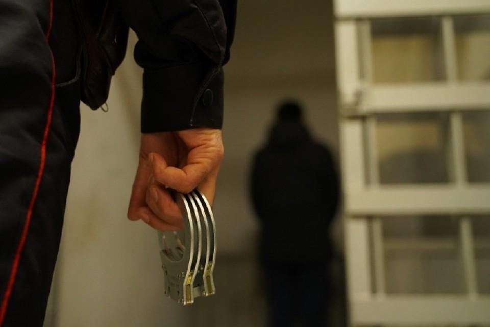 В Новосибирске 24-летний парень воткнул нож в грудь своему отчиму.