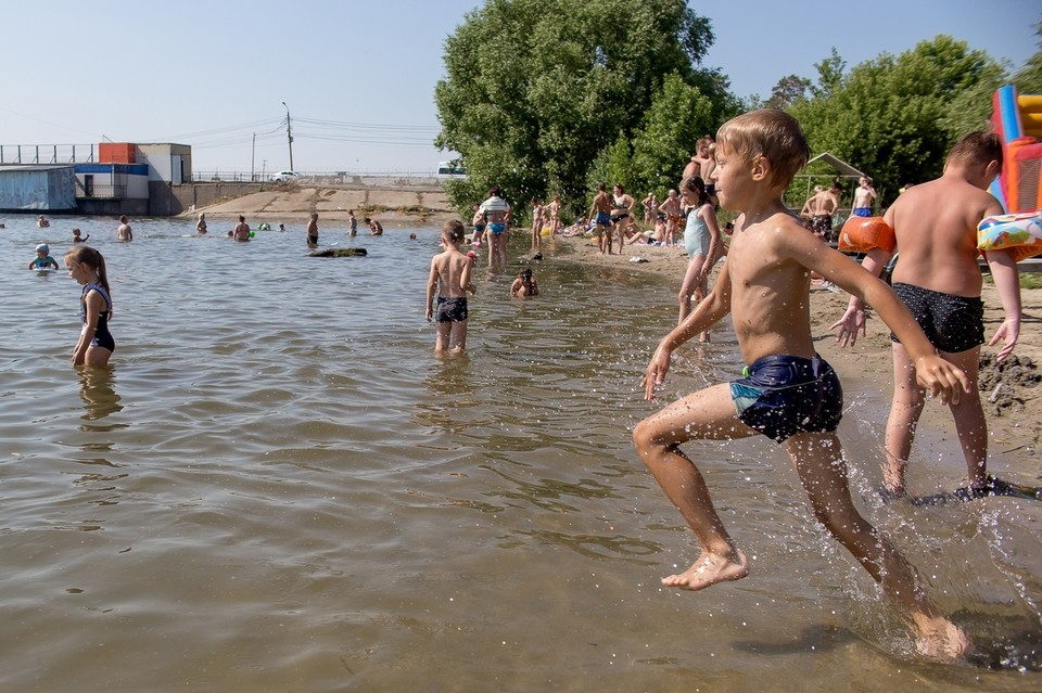 Роспотребнадзор запретил купание на двух пляжах Шершней